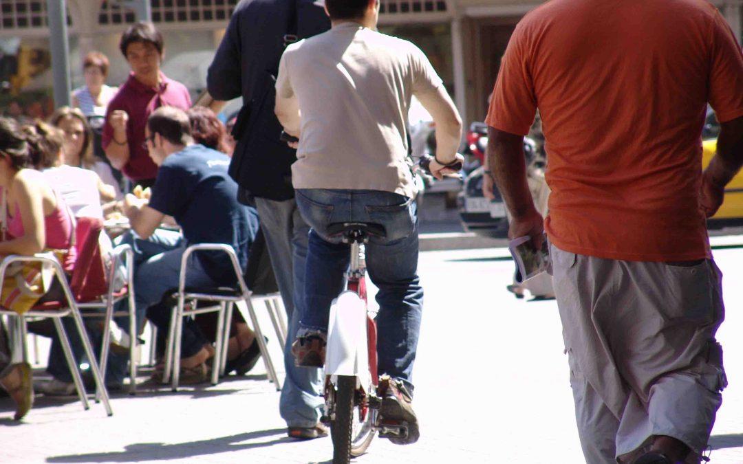 Els barcelonins no suporten la indisciplina de les bicicletes i patinets